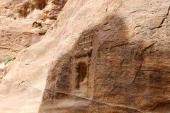 Fragmento de la roca en el 1 trayectoria larga de los 2km (como-Siq) en la ciudad del Petra, Jordania Foto de archivo