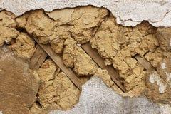 Fragmento de las paredes viejas de un fango Fotografía de archivo libre de regalías