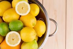 Fragmento de limones y de cales Foto de archivo libre de regalías