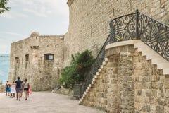 Fragmento de los edificios de la ciudad vieja de Budva, Montenegro La primera mención de esta ciudad es hace más de 2600 años Imagen de archivo