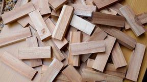 Fragmento de madeira, madeira pequena, muitas partes de madeira Foto de Stock Royalty Free