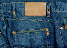 Fragmento de pantalones vaqueros con la escritura de la etiqueta pura para su texto. foto de archivo libre de regalías