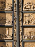 Fragmento de portas do leste exteriores do Baptistery Fotografia de Stock