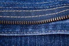 Fragmento de um prendedor das calças de brim Imagem de Stock