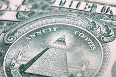 Fragmento de uma nota de dólar close up do olho e da pirâmide Fotos de Stock Royalty Free