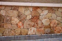 Fragmento de uma parede da pedra do mar Fotografia de Stock Royalty Free