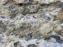 Fragmento de uma parede de pedra de uma casa medieval de uma estrutura da cidade antiga imagem de stock royalty free