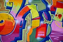 Fragmento de uma parede velha com pintura colorida dos grafittis ilustração stock