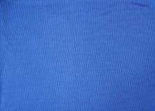 Fragmento de uma tela sintética azul para o sportswear imagem de stock