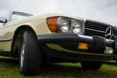 Fragmento de un automóvil descubierto Mercedes-Benz 450SL (R107), el an o 80 Imagen de archivo