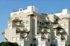 Fragmento de un edificio de apartamentos moderno. Fotografía de archivo libre de regalías