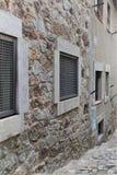 Fragmento de un edificio medieval dentro de una fortaleza medieval en España imagen de archivo libre de regalías