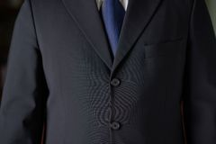 Fragmento de un hombre en un traje de negocios Fotografía de archivo