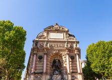 Fragmento de un Saint-Michel de la fuente, París, Francia Imagenes de archivo
