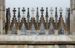 Fragmento de un tejado del Duomo en Milán Imagen de archivo libre de regalías