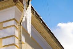 Fragmento de un tejado del invierno Fotografía de archivo