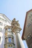 Fragmento de una fuente en la ciudad vieja de Zurich en Suiza Imagen de archivo libre de regalías