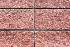 Fragmento de una pared de bloques rosados grandes foto de archivo