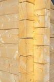 Fragmento de una pared de la casa de madera. Fotografía de archivo libre de regalías