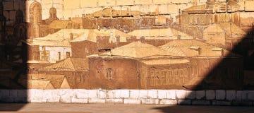Fragmento de una pared de ladrillo con una imagen Foto de archivo
