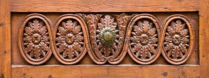 Fragmento de una puerta de madera. Fotografía de archivo libre de regalías