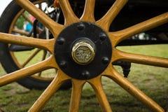 Fragmento de una rueda de coche vieja Ford A Imagenes de archivo