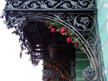 Fragmento decorativo sobre la entrada del hierro labrado imagen de archivo libre de regalías