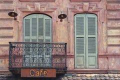 Fragmento del café viejo de la ciudad foto de archivo libre de regalías