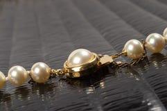 Fragmento del collar de la perla Imagenes de archivo