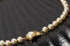 Fragmento del collar de la perla Foto de archivo libre de regalías
