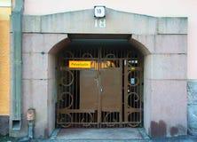Fragmento del diseño del arco y de la puerta a la casa de la ciudad en el estilo de Art Nouveau foto de archivo libre de regalías