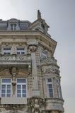 Fragmento del edificio antiguo con la decoración y mirador ricos en el centro de la ciudad de Ruse Imágenes de archivo libres de regalías