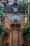 Fragmento del edificio en estilo auténtico Arquitectura antigua de Indonesia fotos de archivo libres de regalías