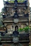 Fragmento del edificio en estilo auténtico Arquitectura antigua de Indonesia fotografía de archivo