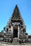 Fragmento del edificio en estilo auténtico Arquitectura antigua de Indonesia imagenes de archivo