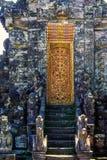 Fragmento del edificio en estilo auténtico Arquitectura antigua de Indonesia foto de archivo