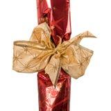 Fragmento del embalaje festivo con la cinta de oro Imagen de archivo libre de regalías