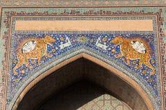 Fragmento do complexo da mesquita e do Madrasah do quadrado de Registan em Samarkand, Usbequistão fotos de stock