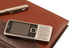 Fragmento do diário, do telefone móvel e da pena (isolados) Imagem de Stock Royalty Free