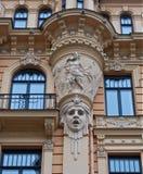 Fragmento do estilo da arquitetura de Art Nouveau da cidade de Riga. Fotografia de Stock Royalty Free
