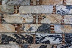 Fragmento do fundo velho da parede de pedra Tijolos brilhantes c do retângulo fotografia de stock