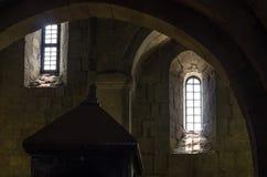 Fragmento do interior do castelo de pedra velho foto de stock royalty free