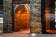Fragmento do pagode antigo na rua de Hanoi em Vietname como o marco da cidade fotos de stock