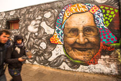 Fragmento dos grafittis em Berlin Wall na galeria da zona leste - é um 1 peça de 3 quilômetros de comprimento da parede original  Fotografia de Stock Royalty Free