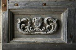 Fragmento esculpido de la puerta de la iglesia Imagen de archivo libre de regalías