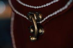 Fragmento macro de um saco de couro ou de uma bolsa Feito a mão, fundo da textura Fotos de Stock