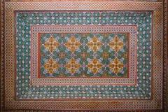 Fragmento oriental colorido del techo dentro del palacio de Bahía imagen de archivo