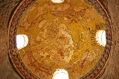 Fragmento Roman Mural Ceiling Ruins no castelo antigo do deserto de Umayyad de Qasr Amra em Zarqa, Jordânia imagem de stock