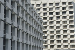 Fragmento y ventanas abstractos de la arquitectura foto de archivo