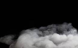 Fragments de fumée sur un fond noir images libres de droits
